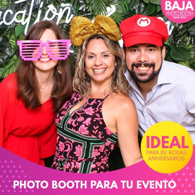 ¿Estas iniciando los preparativos para tu evento? no olvides agregar el #photobooth dale un toque divertido a tu evento con BAJA PHOTO BOOTH estamos disponibles en el (664) 306-61-39  #bodas #quinceaños #cumpleaños #props #funnyphoto #wedding #sweetsixteen #tijuana #fun #photographer #valledeguadalupe #sixteen #xv #party