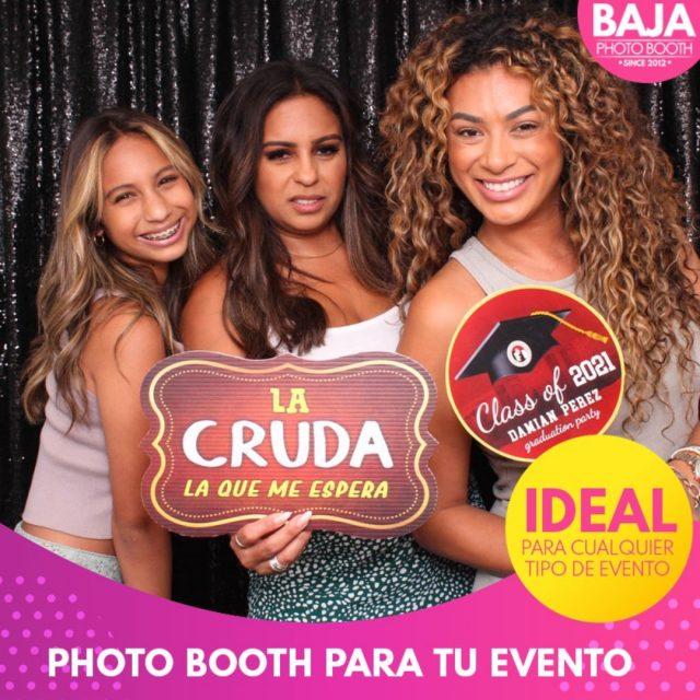 Información: www.bajaphotobooth.com/paquetes #graduados #graduates #party #funnypictures #tijuana #photobooth