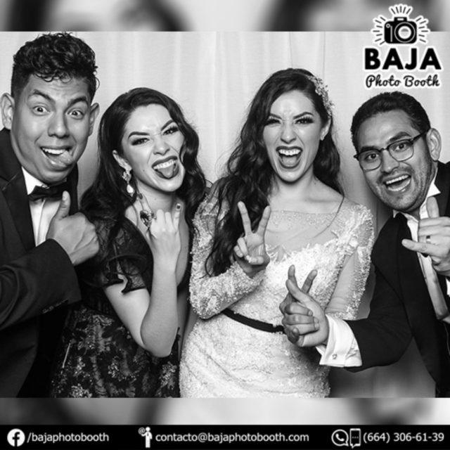 Ani & Ricardo Felicidades =) #vivalosnovios #wedding #blackandwhite #novios #photobooth #cabinadefotos #tijuana #party #fiestas