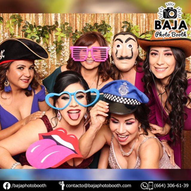 Y tu ya tienes tu Photo Booth?, nos queda poco espacio para el 2020! (664) 306-61-39 . . . #tijuana #diversion #calidad #cabinadefotos #photobooth #BridalShower #babyshower #boda #wedding #party #quinceaños #xvs #xv #sixteen #despedidadesoltera #happybirthday #birthday #15años #quinceañera #accesoriosdivertidos #fotosdiveridas